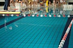 Lernen Sie zu schwimmen Stockfotos