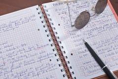 Lernen von den Notizbüchern Stockfotos