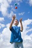 Lernen zu jonglieren Stockbild