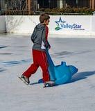 Lernen zum Eislauf stockbilder