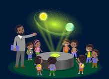 Lerntechnologie der Volksschule der Innovationsbildung und Leutekonzept - Gruppe Kinder, die zur Bahn von Erde schauen hologramm Stockbilder