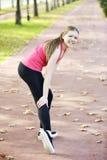Lesão de joelho e dor running fotos de stock