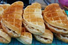 les 'Waffles raffinent la nourriture de rue de Waffles' en Thaïlande Photo libre de droits