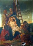 les 13èmes stations de la croix, corps de ` de Jésus est enlevées de la croix Photos libres de droits