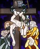 les 13èmes stations de la croix, corps de Jésus est enlevées de la croix Image stock