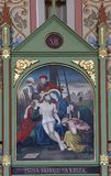les 13èmes stations de la croix, corps de ` de Jésus est enlevées de la croix Photos stock