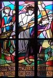 les 5èmes stations de la croix, Simon de Cyrene porte la croix Photos libres de droits