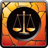 Les échelles de la justice sur l'or ont fissuré le bouton de Web Photographie stock