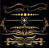 Les éléments de décorations de vintage d'or de couleur s'épanouit le fond noir calligraphique d'ornements et de vues Illustration Libre de Droits