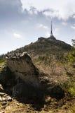 Les émetteurs de télécommunication dominent sur Jested, Liberec, République Tchèque Images libres de droits