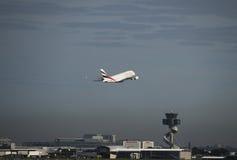 Les émirats A380 Airbus part aéroport de Kingsford-Smith sydney Images stock