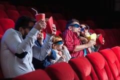Les émotions des personnes dans le cinéma Image libre de droits