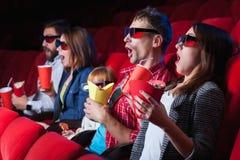 Les émotions des personnes dans le cinéma Photographie stock libre de droits
