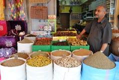 Les épices font des emplettes au Maroc Images libres de droits