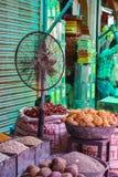 Les épices lancent sur le marché à Jodhpur, Inde Images libres de droits