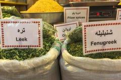 Les épices lancent sur le marché dans le bazar grand, Téhéran Photos stock