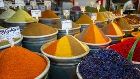 Les épices lancent sur le marché dans le bazar grand, Téhéran Image stock
