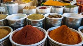 Les épices lancent sur le marché dans le bazar grand, Téhéran Photographie stock