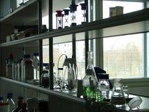 Les étagères du laboratoire Photographie stock
