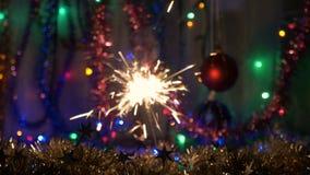 Les étincelles de fête de feux d'artifice Fond du `s d'an neuf Déplacez l'appareil-photo au sujet banque de vidéos