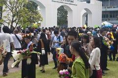 Les étudiants célèbrent leur obtention du diplôme Images libres de droits