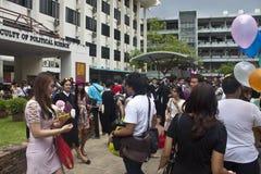 Les étudiants célèbrent leur obtention du diplôme Photos libres de droits