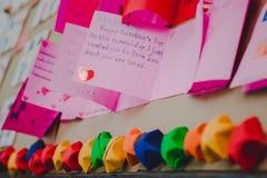 Les étudiants d'école secondaire font des cartes de Valentine Photographie stock libre de droits