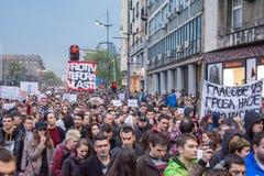 Les étudiants ont pris aux rues à la protestation contre le gouvernement serbe Images stock