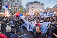 Les étudiants ont pris aux rues à la protestation contre le gouvernement serbe Photo stock