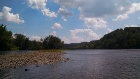 Les îles de la nouvelle rivière en soleil de l'été de la Virginie Photos stock
