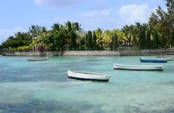 Les Îles Maurice, village pittoresque de Roches Noires Image stock
