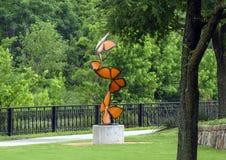 """Les """"flottements de la vie par """", une sculpture en acier par Laura Walters Abrams ont placé dans le parc de Watercrest, Dallas, l photos stock"""