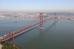 Les 25 de Abril Bridge à Lisbonne Photographie stock libre de droits