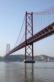 Les 25 de Abril Bridge, Lisbonne Photos stock