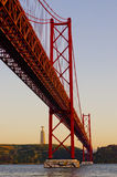 Les 25 de Abril Bridge. Lisbonne. Le Portugal Photographie stock libre de droits