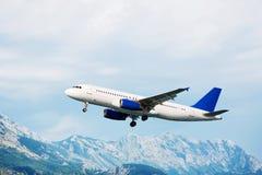 Les aéronefs décollent Mountain View Photos stock