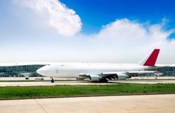 Les aéronefs de l'aéroport de Changhaï Pudong Image stock