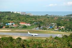 Les aéronefs des compagnies aériennes de Bangkok atterrissant chez Samui Photos libres de droits