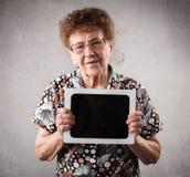 Les aînés avec tablen le PC Photo stock