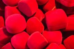 Les accessoires rouges enferme dans une boîte des papiers peints et des milieux de texture de détails de luxe Image stock