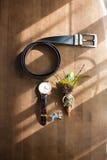 Les accessoires se toilettent sur la table Image libre de droits