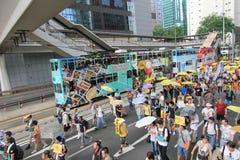 Les activistes 2015 de Hong Kong marchent en avant du vote sur le paquet électoral Images libres de droits