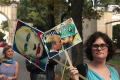 Les activistes homosexuels protestent contre les anti lois gaies russes image stock