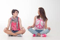 Les adolescentes ont l'amusement Images libres de droits