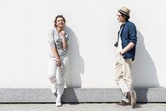 Les adolescents positifs apprécient le temps ensemble Photo libre de droits