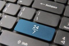 Les affaires d'Internet ouvrent 24/7 concept clé d'ordinateur Image libre de droits