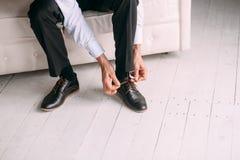 Les affaires de mariage d'habillement de style d'homme chaussent le plancher Photos libres de droits