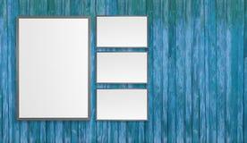 Les affiches blanches vides sur le mur dans le souterrain vide avec le banc en bois sur le plancher, raillent vers le haut de 3D  Photos stock
