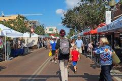 Les agriculteurs lancent sur le marché à Sarasota du centre, la Floride Image libre de droits