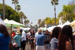 Les agriculteurs lancent sur le marché dans l'Oceanside, la Californie photographie stock